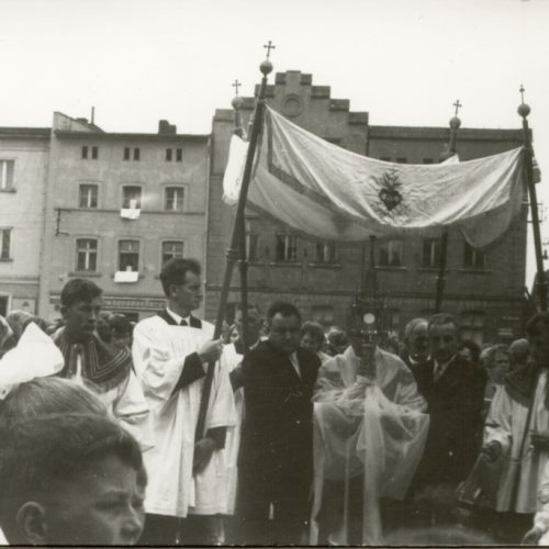 1963i